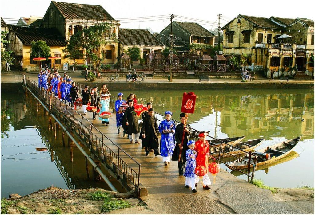 ベトナムの結婚披露宴 新婦迎えの代表群